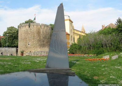 Pécs II.vh emlékmű 2011.04.23. küldő-kalyhas (1)