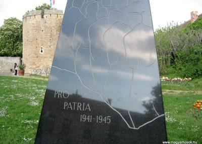 Pécs II.vh emlékmű 2011.04.23. küldő-kalyhas (3)