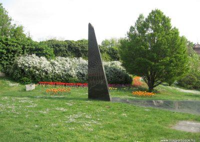 Pécs II.vh emlékmű 2011.04.23. küldő-kalyhas (5)