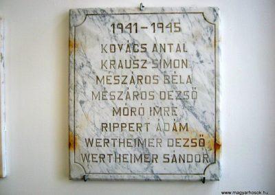 Pécs - Laubert Dezső sportcsarnok - I. és II. világháborús emléktáblák 2016.07.22. küldő-Emese (4)