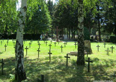 Pécs - köztemető - II. világháborús emlékmű és katonasírok 2016.07.18. küldő-Emese (7)