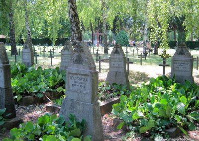 Pécs - köztemető - II. világháborús emlékmű és katonasírok 2016.07.18. küldő-Emese (8)