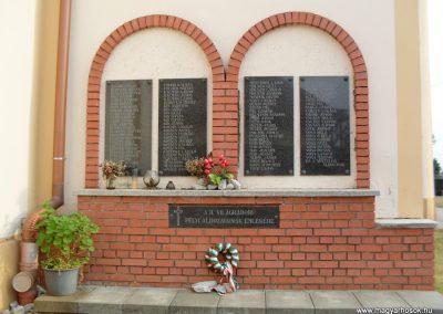 Pély II.vh emlékmű 2008.08.25. küldő-id. Ócsay András (2)