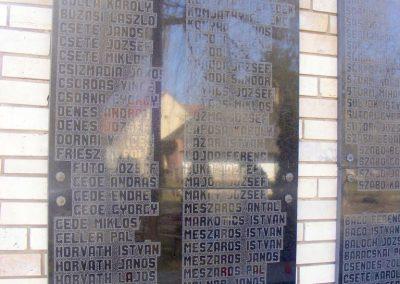 Pér hősi emlékmű 2013.03.04. küldő-Méri (2)