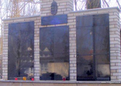 Pér hősi emlékmű 2013.03.04. küldő-Méri (5)