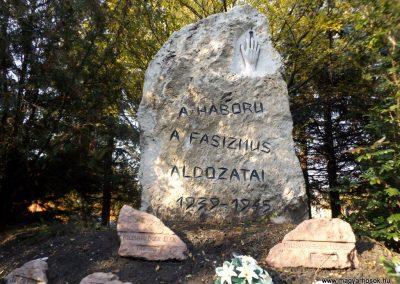 Péteri hősi emlékmű 2015.10.31. küldő-kalyhas (4)