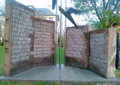 Pétfürdő II.vh emlékmű 2011.04.18. küldő-Csiszár Lehel (1)