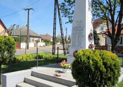 Pócspetri II.világháborús emlékmű 2012.04.27. küldő-kalyhas (4)