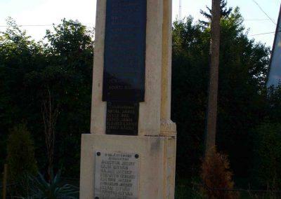 Pókaszepetk világháborús emlékmű 2007.07.25.küldő-HunMi (1)