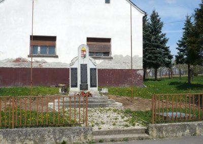 Pórszombat világháborús emlékmű 2013.04.19. küldő-Sümec