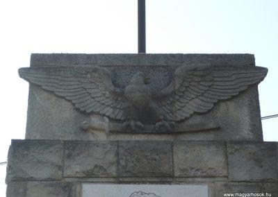 Pölöske világháborús emlékmű 2009.04.12.küldő-Sümec (1)