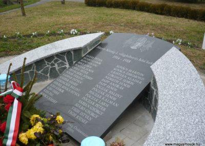 Pötréte I.vh emlékmű 2009.11.21. küldő-Ágca (5)