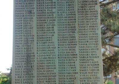 Püspökladány világháborús emlékmű 2009.05.16. küldő-Huszár Peti (6)