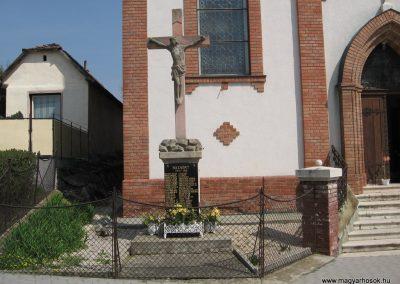 Püspökszilágy világháborús emlékmű 2009.04.10.küldő-kalyhas (1)