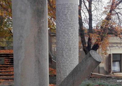 Paks II. világháborús emlékmű 2016.11.06. küldő-Török Bernadett (2)