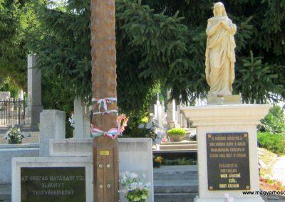 Paks hősi emlékmű 2010.07.17. küldő-Emese (2)