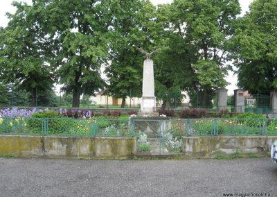 Palotás világháborús emlékmű 2010.05.14. küldő-kalyhas