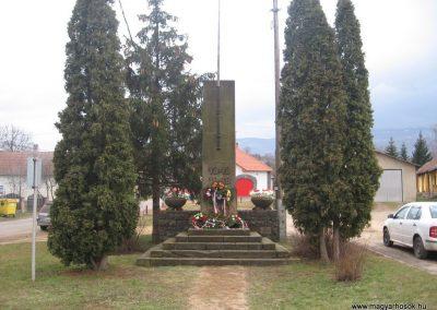 Parád hősi emlékmű 2009.03.16. küldő-kalyhas