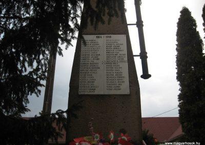 Parád hősi emlékmű 2009.03.16.küldő-kalyhas (3)
