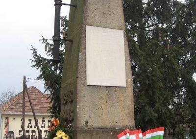 Parád hősi emlékmű 2009.03.16.küldő-kalyhas (4)