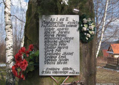 Parádsasvár világháborús emlékmű 2010.03.08. küldő-kalyhas (2)