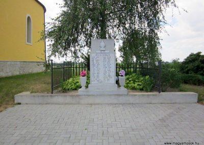 Paszab II. világháborús emlékmű 2014.06.23. küldő-kalyhas (2)