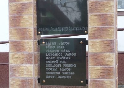 Patosfa I.vh emlékmű 2010.03.01. küldő-Sümec felújítás után (1)