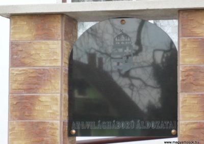 Patosfa I.vh emlékmű 2010.03.01. küldő-Sümec felújítás után (2)