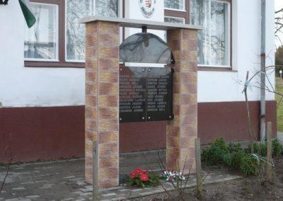 Patosfa II.vh emlékmű 2010.03.01. küldő-Sümec felújítás után (1)