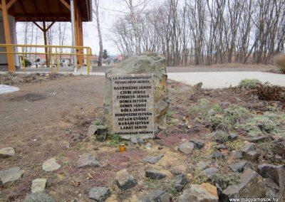 Patvarc II.vh emlékmű 2012.03.08. küldő-kalyhas (1)