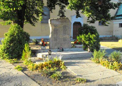 Pellérd világháborús emlékmű 2012.07.31. küldő-KRySZ (1)