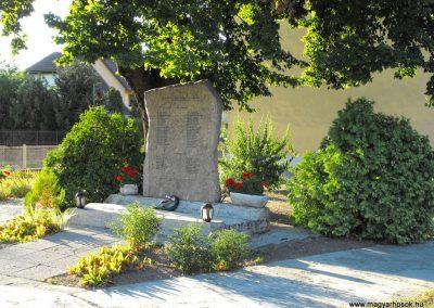 Pellérd világháborús emlékmű 2012.07.31. küldő-KRySZ (5)