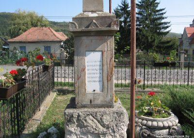Penc I.vh emlékmű 2009.09.28. küldő-kalyhas (2)