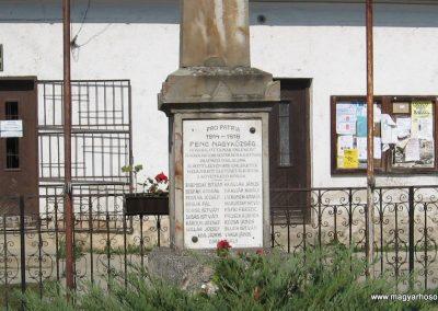 Penc I.vh emlékmű 2009.09.28. küldő-kalyhas (6)