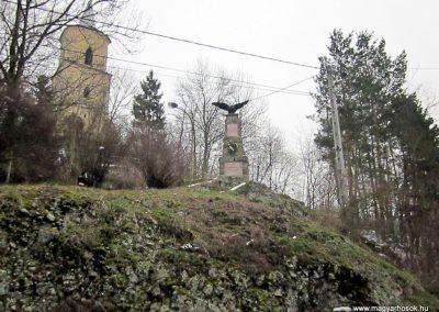 Perőcsény világháborús emlékmű 2013.03.18. küldő-kalyhas (1)