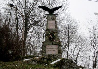 Perőcsény világháborús emlékmű 2013.03.18. küldő-kalyhas (2)