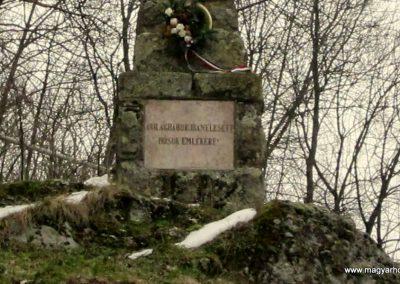 Perőcsény világháborús emlékmű 2013.03.18. küldő-kalyhas (4)