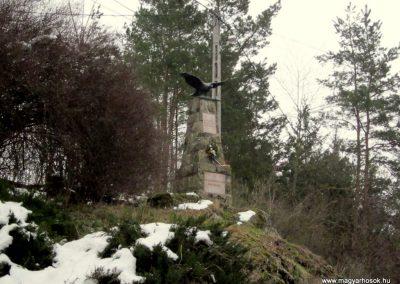 Perőcsény világháborús emlékmű 2013.03.18. küldő-kalyhas