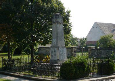 Perbál világháborús emlékmű 2009.09.19. küldő-Sümec (10)