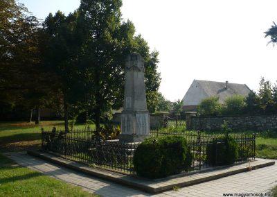 Perbál világháborús emlékmű 2009.09.19. küldő-Sümec (14)