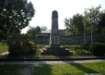 Perbál világháborús emlékmű 2009.09.19. küldő-Sümec