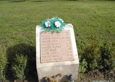 Perbete II. világháborús emlékmű 2013.09.15. küldő-Méri (10)