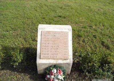 Perbete II. világháborús emlékmű 2013.09.15. küldő-Méri (11)