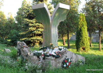 Pered hősi emlékmű 2013.08.04. küldő-Bagoly András (3)