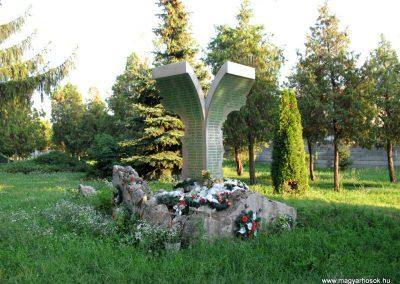 Pered hősi emlékmű 2013.08.04. küldő-Bagoly András