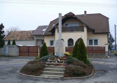 Pereszteg II.vh emlékmű 2009.12.02. küldő-HunMi