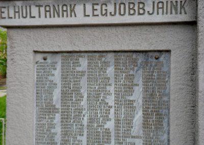 Perkáta világháborús emlékmű 2012.06.02. küldő-baloghzoli (1)