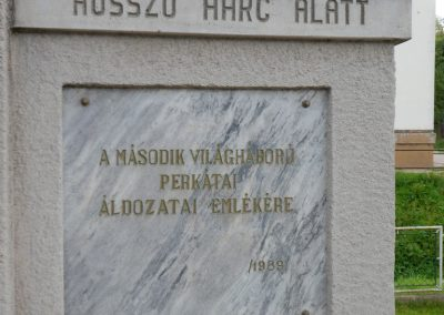 Perkáta világháborús emlékmű 2012.06.02. küldő-baloghzoli (4)