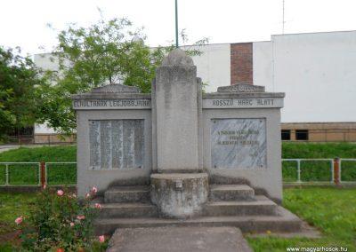 Perkáta világháborús emlékmű 2012.06.02. küldő-baloghzoli