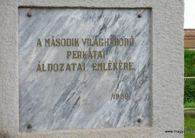 Perkáta világháborús emlékmű 2012.06.02. küldő-baloghzoli (5)